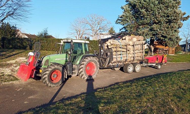 Tracteur treuil remorque forestière et broyeur