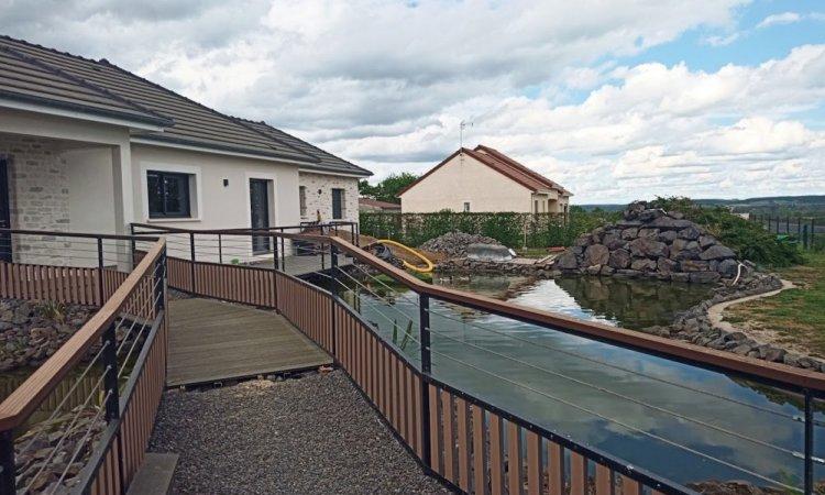 bassin avec cascade et ponton
