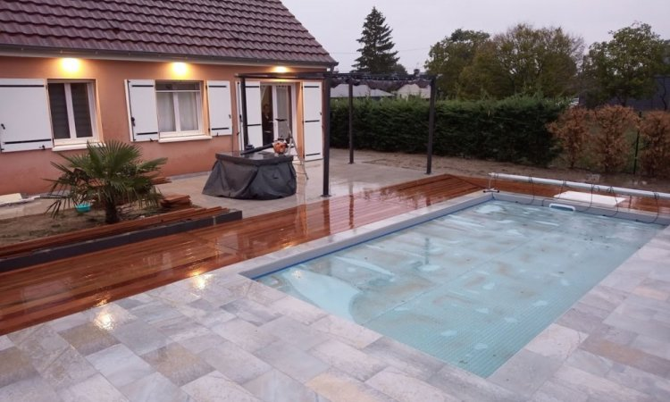 piscine 8x4 avec terrasse carrelage et terrasse bois exotique